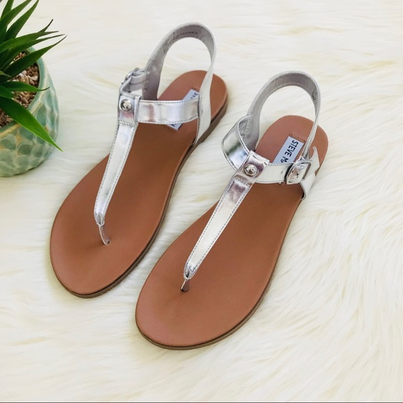 09839d6cb2b Steve Madden Chaya silver thong sandal flats NWT